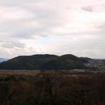 アサヒビール美術館テラスから男山を望む
